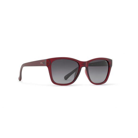 INVU napszemüveg B2702 C