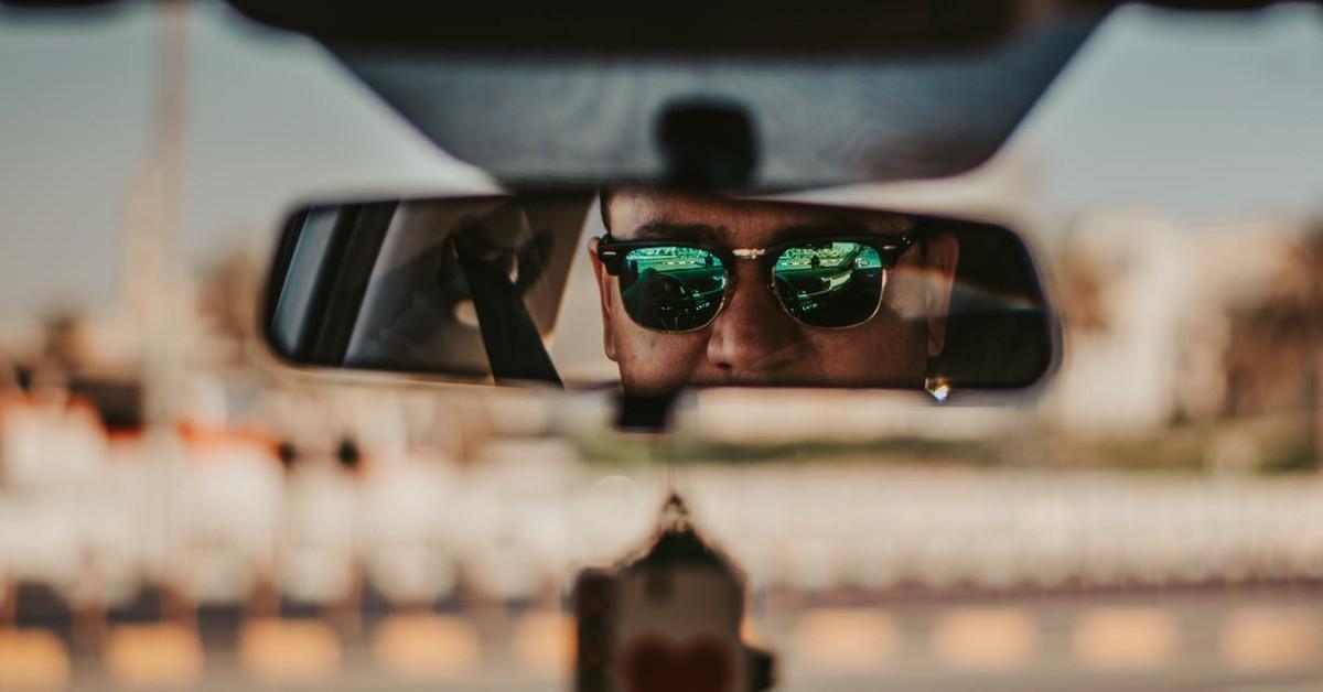 Milyen az ideális napszemüveg autóvezetéshez?